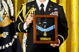 Leslie_H._Sabo_Jr._Medal_of_Honor_Ceremony_1