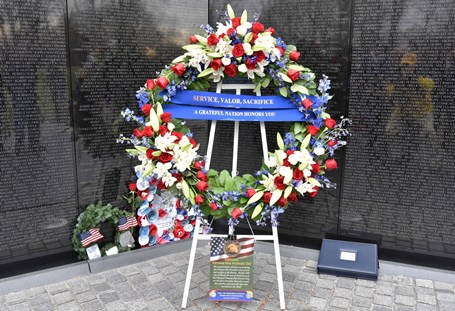 Wreath at the apex of The Vietnam Veterans Memorial Wall